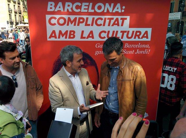 J.Collboni y P. Sánchez en las Ramblas durante este Sant Jordi