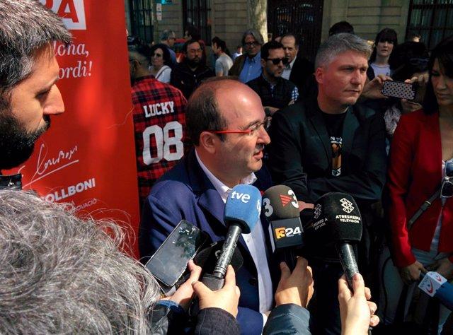 M.Iceta firma libros este Sant Jordi en Barcelona