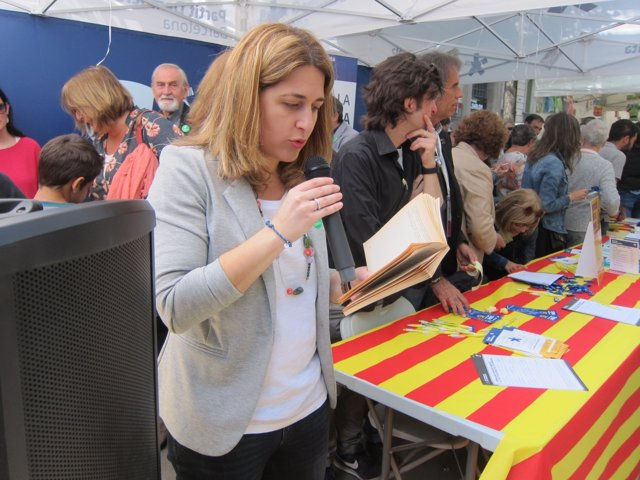 M.Pascal (PDeCAT) en las Ramblas con motivo de Sant Jordi