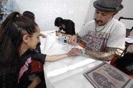 """Los barceloneses se tatúan frases literarias para evidenciar su """"pasión"""" lectora"""