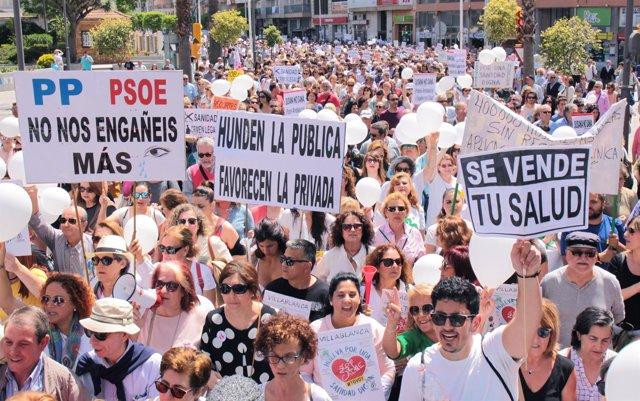 Manifestación por una sanidad pública digna en Huelva