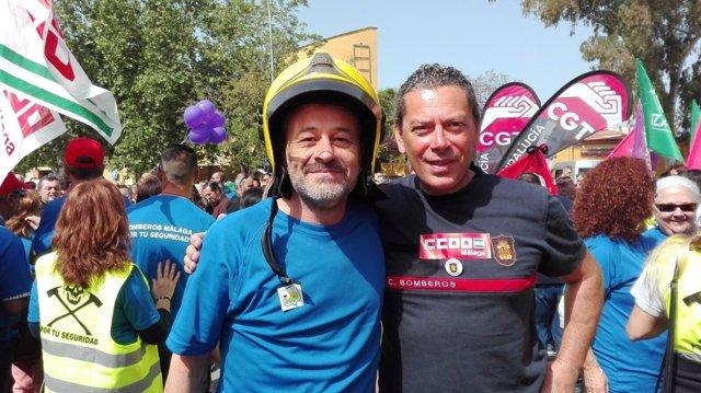 José Antonio Castro con los bomberos