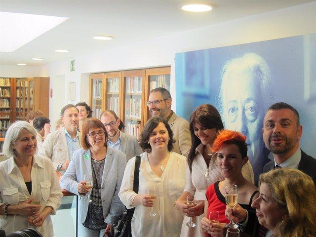 El conseller S.Vila brinda por el Sant Jordi