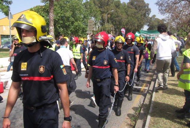 Mafestación de los bomberos en Málaga