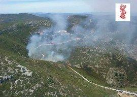 Un incendio calcina una hectárea cerca de una ermita de Peñíscola donde se celebraba una romería