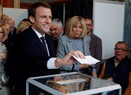 Una proyección belga concede la victoria a Macron pero deja empatados a Le Pen y Fillon