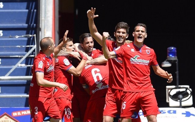El Tenerife pierde la oportunidad de acercarse al Girona