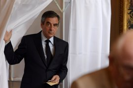 """Fillon pide el voto a favor de Macron y contra el """"extremismo"""""""