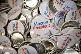 Socialistas y conservadores salen en tromba a apoyar a Macron para frenar a Le Pen