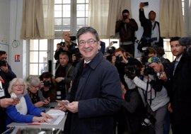"""Mélenchon apela a la """"prudencia"""" hasta que se conozcan más datos"""