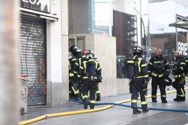 Reabierto parcialmente el tráfico en Gran Vía tras el incendio en una azotea de un edificio