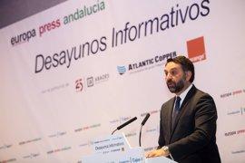 """El consejero de Turismo, convencido de que Díaz puede compatibilizar """"perfectamente"""" la Junta y la Secretaría del PSOE"""