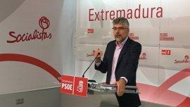 """El PSOE extremeño cree """"reaccionaria"""" la """"derecha"""" de Rajoy porque """"perjudica"""" a la región en el AVE y en materia social"""