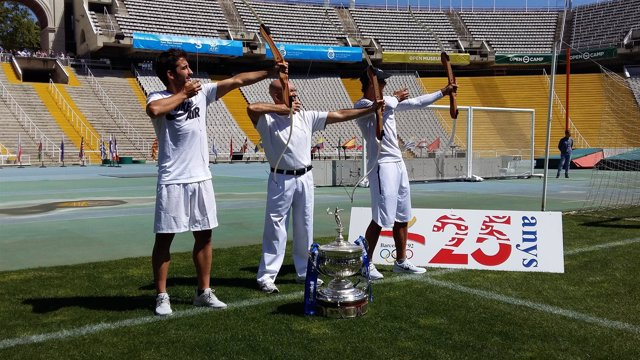 Marc López, Antonio Rebollo y Rafa Nadal prueban con el arco