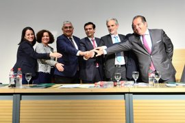Junta, UGR y Pfizer renuevan su compromiso con Centro Genyo para impulsar la medicina personalizada