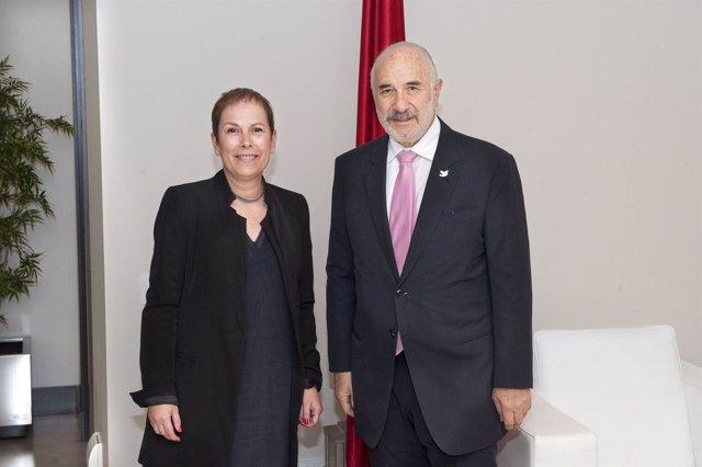 La presidenta Barkos con el embajador de Colombia.