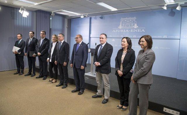 Urkullu firma acuerdo  colaboración con la Fundación Amancio Ortega