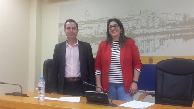 Los ediles de PSOE y Ganemos en rueda de prensa
