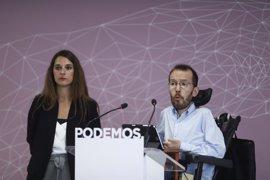 """Podemos acusa a Rajoy de refugiarse en sus viajes para """"no dar la cara"""" por la corrupción"""