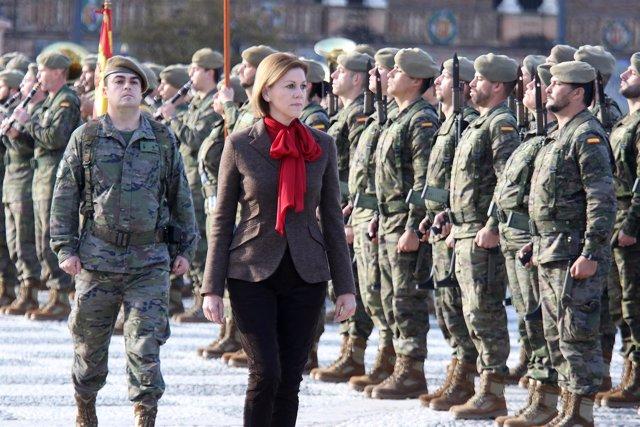 La ministra de Defensa, María Dolores de Cospedal, en su visita a Sevilla