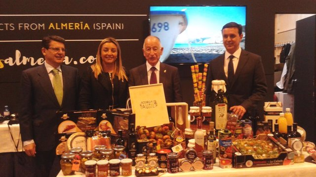Amat, en el expositor de la Diputación de Almería en el Salón Gourmet