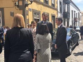"""Clavijo destaca ante los Reyes que Canarias """"está dando todos los pasos"""" para ser plataforma con África y Sudamérica"""