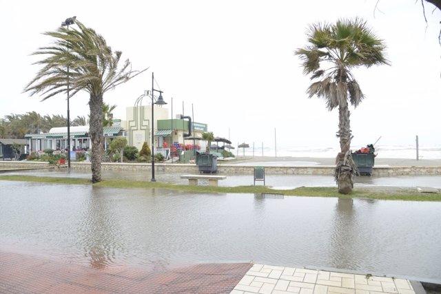 Oleaje temporal viento litoral málaga anegados chiringuitos
