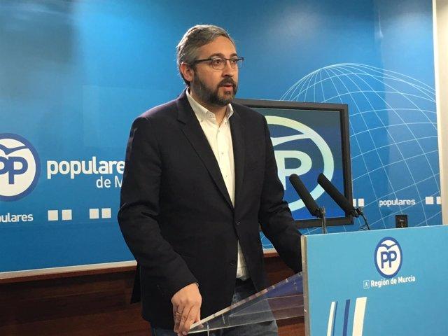 El portavoz del PP regional, Víctor Martínez