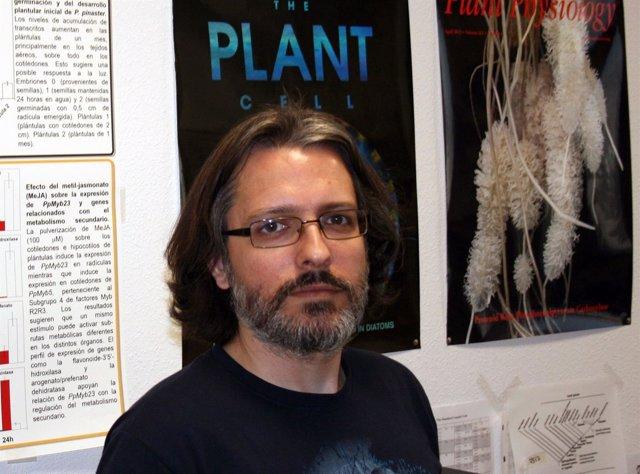 Rafael cañas profesor investigador de la UMA universidad maíz metabólico biologí