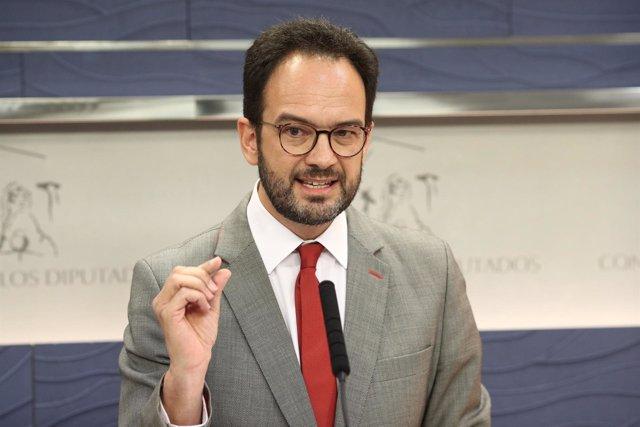 Rueda de prensa en el Congreso de Antonio Hernando