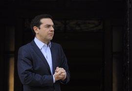 """Tsipras desea suerte a Macron en su """"batalla"""" contra la ultraderecha"""