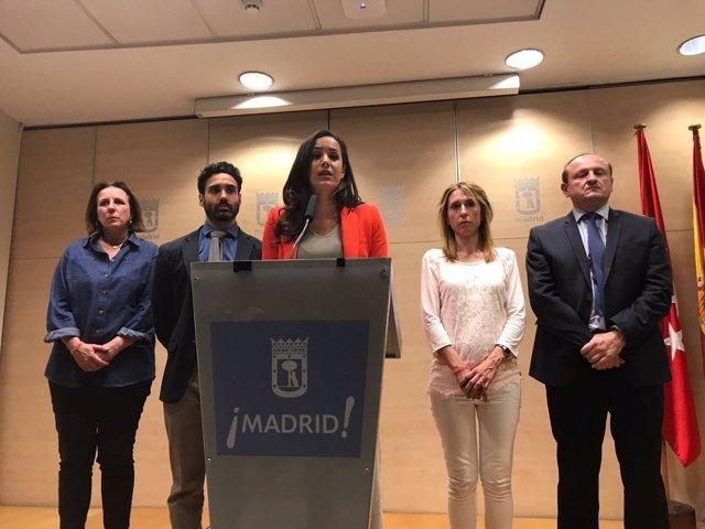 Begoña Villacís en rueda de prensa con concejales de su grupo