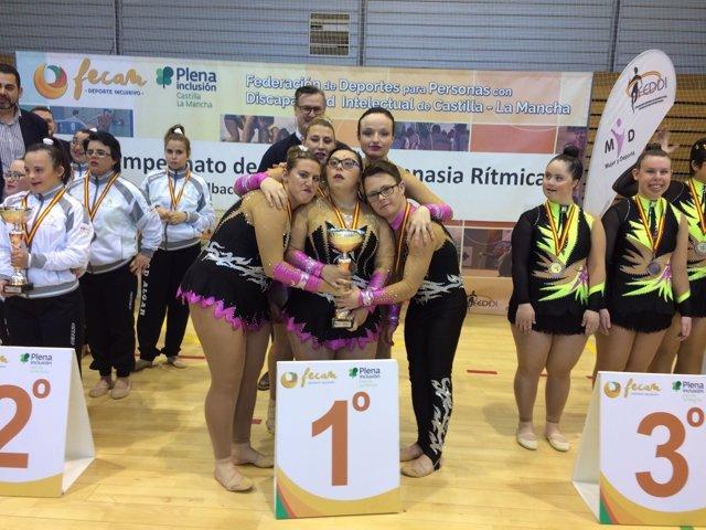 El equipo de Los Carriles, campeón de España de Gimnasia Rítmica Adaptada.