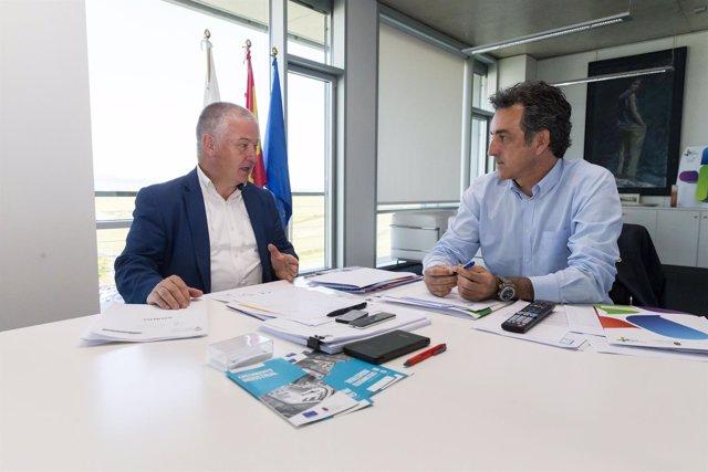Martín se reúne con el alcalde de Villaescusa