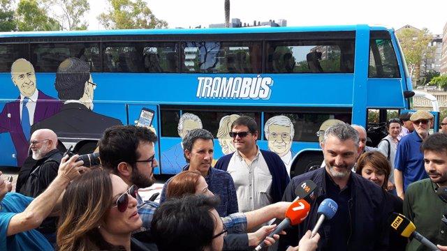 Óscar Urralburu, Durante Su Intervención Ante Los Medios De Comunicación