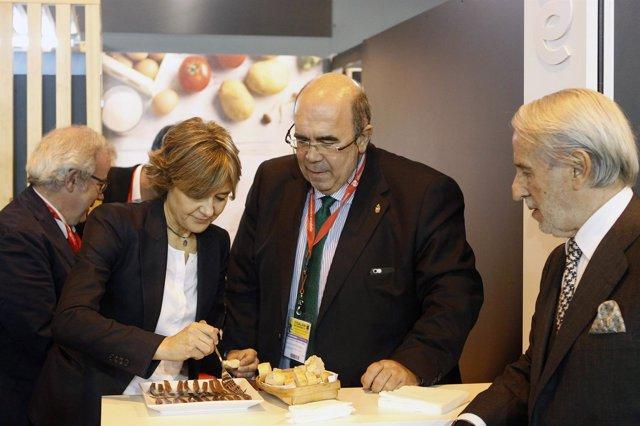 Oria con García Tejerina en el stand de Cantabria en el Salón del Club Gourmets