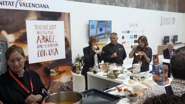 La consellera Elena Cebrián ha visitado la feria en Madrid