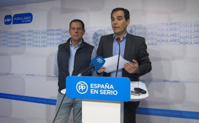 Merino (izda.) junto a Nieto en una rueda de prensa en la sede del PP cordobés