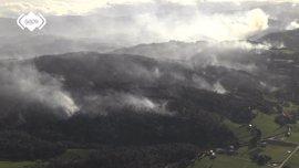 Un total de 21 incendios forestales afectan a 11 municipios en Asturias