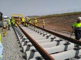 Adif Alta velocidad ha iniciado las obras del montaje de vía en el tramo Cáceres-Mérida de la línea Madrid-Extremadura
