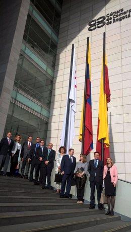 Delegación empresarial asturiana ante la sede de Comercio de Bogotá