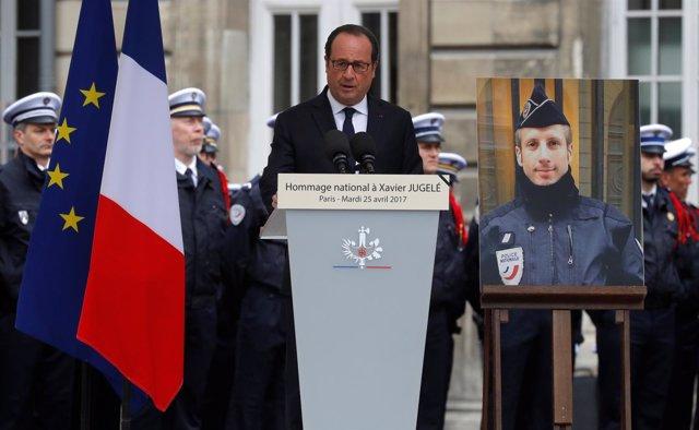 François Hollande en el homenaje al policía asesinado en París