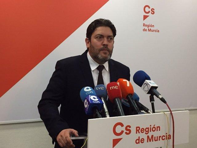 Miguel Sánchez (Cs) en rueda de prensa en Cartagena