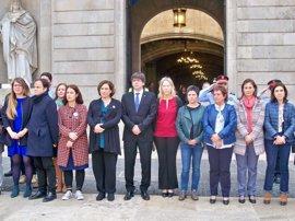 Puigdemont y Colau en el minuto de silencio por la muerta por violencia machista en Barcelona