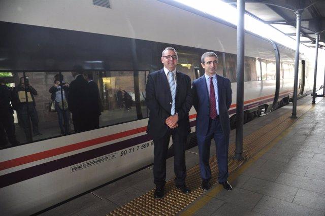 Responsables de Adif y Renfe en la estación de tren de Teruel