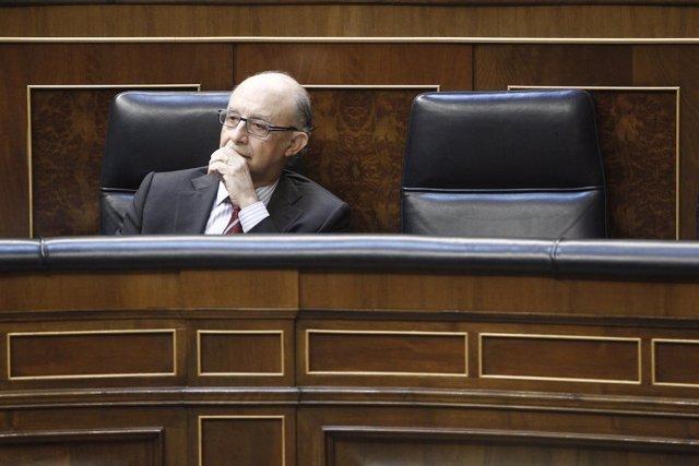 Cristóbal Montoro, ministro de Hacienda, en el hemiciclo