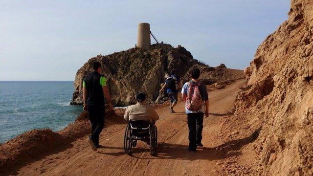 El equipo de 'Viajeros sin límite' recorriendo rincones de 'Costa de Almería'.
