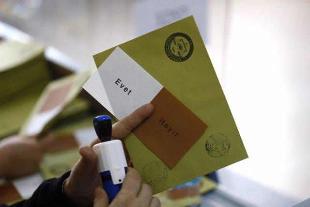 Papeletas del referéndum turco