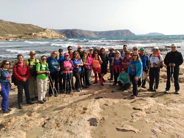 Los senderistas han disfrutado de dos recorridos por el entorno de Rodalquilar.