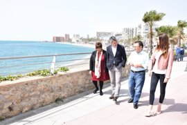 """El PSOE dice que el Gobierno """"machaca"""" a Benalmádena y reclama espigones semisumergidos para estabilizar las playas"""